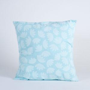 Housse de coussin motif bloom coulkeur bleu atelier nougatine rennes