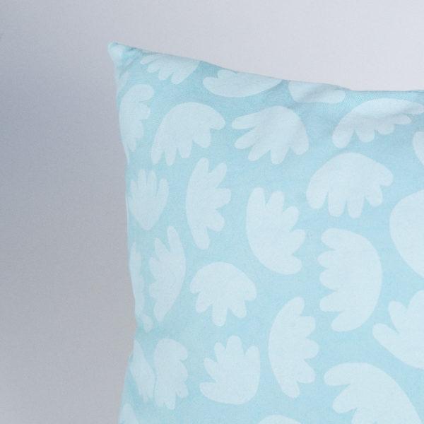 housse de coussin motif bloom couleur bleu atelier nougatine rennes